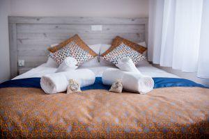 Villa-Andalucia-yellow-room-6