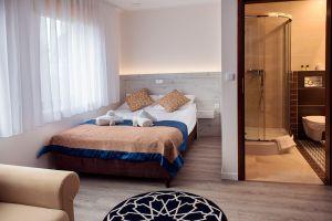 Villa-Andalucia-yellow-room-7